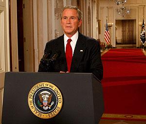 Bush, durante su discurso televisado desde la Casa Blanca. (Foto: EFE)