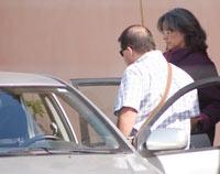Isabel Rosselló, la esposa de Antònia Ordinas, en el momento de su detención. (Foto: Jordi Avellà)