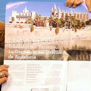El folleto muestra una foto en el que aparece La Seu, la Almudaina y el Parc de La Mar.