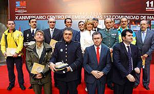 Foto de familia en el X Aniversario del 112 en la Real Casa de Correos . (Foto: madrid.org)