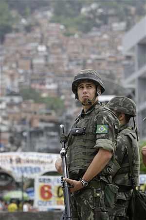 La seguridad fue intensa durante toda la jornada electoral. (Foto: AP)