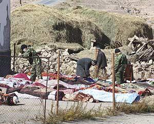 Varios de los muertos en el pueblo de Nura. (Foto: REUTERS)