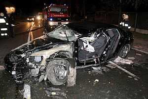Estado en el que quedó el coche de Haider. (Foto: EFE)