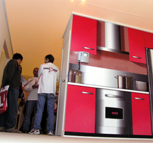 Un 'stand' del SIMO en su edición de 2004. (Foto: Pedro Carrero)