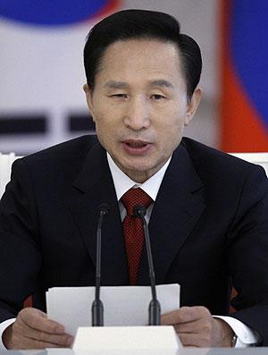 Lee Myung-bak, presidente de Corea del Sur, es el centro de las críticas de Pyongyang. (Foto: AP)