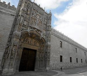 Fachada principal del Museo en el Colegio San Gregorio, de Valladolid. (Foto: CARLOS ESPESO)