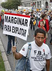 Un participante de la manifestación. (EFE)