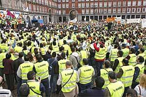 Concentración de guardias civiles en la Plaza Mayor de Madrid en abril de 2006. (Foto: Alberto Cuéllar)