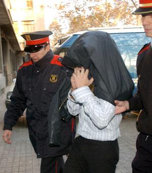 Oriol P.S., uno de los acusados, a su llegada al juzgado. (Foto: EFE)