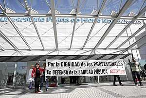 Protesta de personal sanitario en el nuevo Puerta de Hierro, el 6 de octubre. (Foto: EFE)