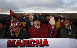 Evo Morales marcha con los manifestantes. (Foto: AP)