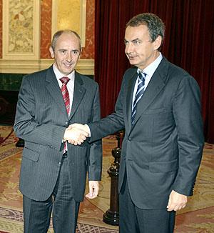 Erkoreka y Zapatero, en el Congreso de los Diputados. (Foto: Alberto Cuéllar)