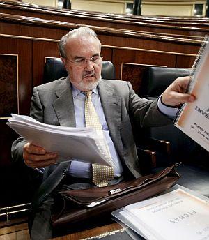 Pedro Solbes durante el debate de las enmiendas a la totalidad del Proyecto de Presupuestos. (Foto: EFE)
