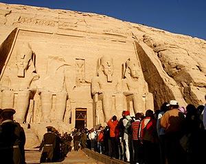 El Templo de Amón y Ra abarrotado de turistas (Foto: Reuters)