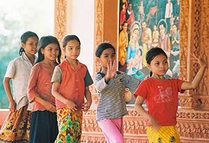 Un grupo de niñas bailrinas de Camboya. (Foto: Agustín Caballero)