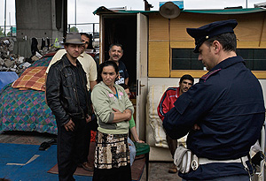 Imagen del mes de mayo de un campamento gitano en Ponticelli, Nápoles. (Foto: AFP)