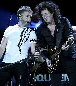 El grupo británico de rock Queen, con su nuevo cantante Paul Rodgers (i), y el veterano guitarrista Brian May (d). (Foto: EFE)