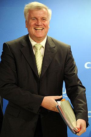 Seehofer, nuevo hombre fuerte de la CSU, con el acuerdo en sus manos. (Foto: AFP)