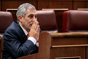 Gaspar Llamazares, en su escaño en el Congreso. (Foto: EFE)