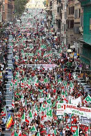 Imagen de la manifestación contra Berlusconi en Roma. (Foto: EFE)