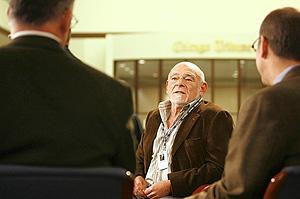 El propietario de Tribune, Sam Zell, durante una entrevista. (Foto: 'Los Ángeles Times')