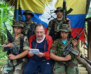 La última prueba de vida de Óscar Tulio Lizcano, enviada a su familia en abril de 2008. (Foto: EFE)