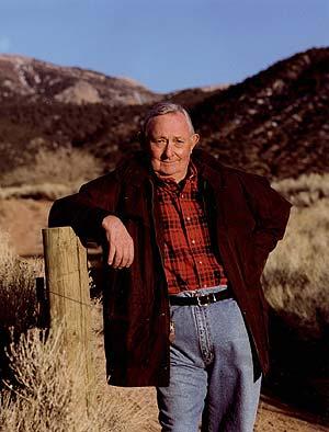 El escritor estadounidense Tony Hillerman. (Foto: AP)