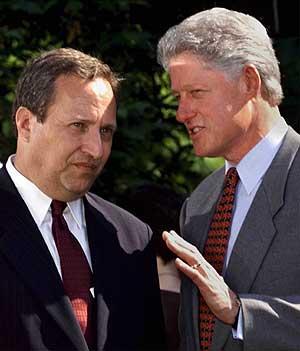 Larry Summers secretario del Tesoro de EEUU junto a Bill Clinton en 1999. AP