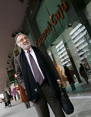 El director general de Tráfico, a su llegada a las jornadas en La Rioja. (Foto: EFE)