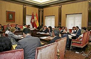 La moción leonesista contraria a la integración de las cajas fue aprobada ayer por el Pleno municipal. (Foto: LAFOTOTEKA)