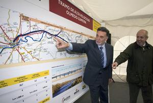 Alejo, delegado del Gobierno, y Gutiérrez, subdirector general de Construcción de la dirección general de Ferrocarriles. (Foto: ICAL)