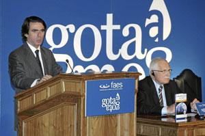 José María Aznar, durante la presentación del libro del presidente de la República Checa, Vaclav Klaus, en el que se cuestiona la realidad del cambio climático. (Foto: BERNABÉ CORDÓN)