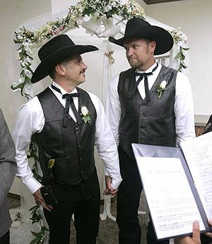 Una de las primeras bodas gays celebradas en California. (Foto: AP)