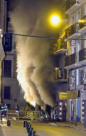 Al parecer, el incendio se originó en las cocinas del local. (Foto: EFE)