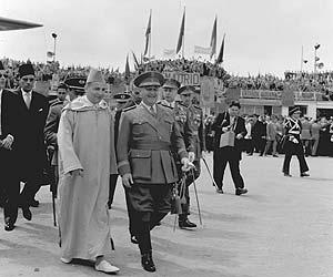 Franco recibe al Rey Mohamed V en 1956.