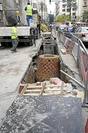 Obras en la calle Dr. Sumsi de Valencia (Foto: BENITO PAJARES).