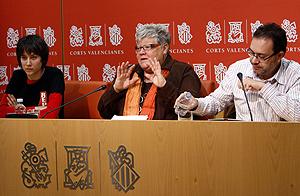 Marina Albiol, Glòria Marcos y Lluís Torró, durante la rueda de prensa en las Cortes. (Foto: Vicent Bosch)