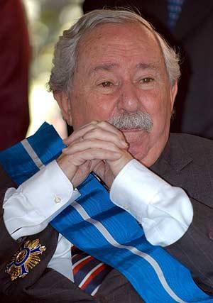 El escritor, tras recibir en México la Gran Cruz de la Orden del Mérito Civil. (Foto: EFE)