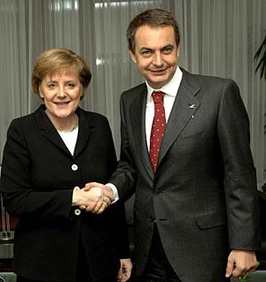 Zapatero y Merkel, en una imagen de archivo. (Foto: Horst Wagner | EFE)