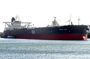 El petrolero saudí 'Sirius Star', en una imagen tomada antes del secuestro. (Foto: AP)