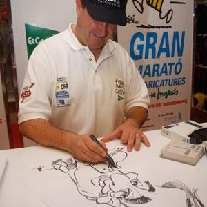 Bibi durante la realización de una caricatura. (Foto: Jordi Avellà)