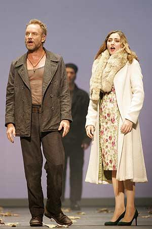 La soprano española, junto al líder de The Police, en uno de los ensayos. (Foto: AP)