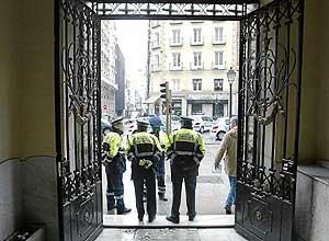 Varios agentes de la Policía Municiapl de Madrid en la calle de Montera. (Foto: Javi Martínez)