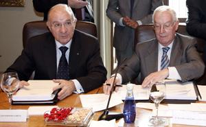 En la imagen Victor García de la Concha, presidente de la R.A.E. y el presidente de Caja Duero, Julio Fermoso. (Foto: ICAL).