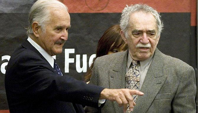 Carlos Fuentes y Gabriel García Márquez, antes del acto. (REUTERS)