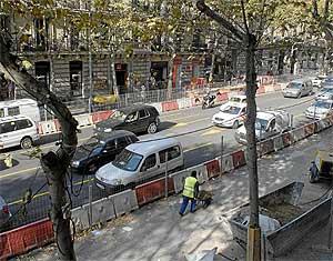 Obras en la calle Serrano de Madrid. (Foto: B. Díaz)