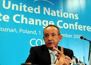 El secretario ejecutivo de las Naciones Unidas para la Convención sobre Cambio Climático de Poznan durante la rueda de prensa de presentación.(Foto: AP Photo/Alik Keplicz).