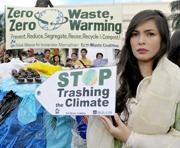 Ecologistas filipinos piden una política nacional de residuos en Manila, coincidiendo con el arranque de la cumbre de Poznan. (Foto: AFP).