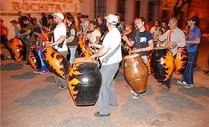 Ensayo de una comparsa de candombe en la ciudad de Salto.