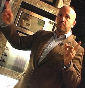 García De Vinuesa indica cuál fue su trabajo en la cocina del espectacular inmueble.